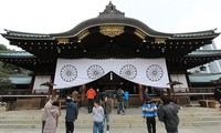 Zwei Minister Japans besuchen den umstrittenen Yasukuni-Schrein