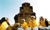 Volksgruppe der Cham eröffnet das Kate-Fest