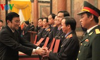 Staatspräsident Truong Tan Sang überreicht Ernennungsurkunde an Mitarbeiter der Staatsanwaltschaft