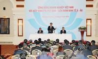 Premierminister Nguyen Tan Dung trifft Unternehmen in Kasachstan
