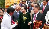 Vizestaatspräsidentin Nguyen Thi Doan trifft vorbildliche Bauern