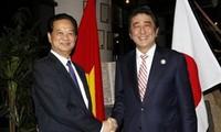 Premierminister Nguyen Tan Dung trifft den japanischen Premierminister Shinzo Abe