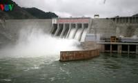 Premierminister bei der Inbetriebnahme des Generators Nr. 1 des Wasserkraftwerks Lai Chau