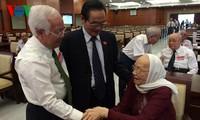 Treffen mit Abgeordneten aller Legislaturperioden von Ho Chi Minh Stadt