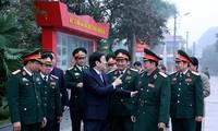 Staatspräsident Truong Tan Sang besucht die militärische Akademie für Logistik