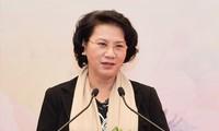 Parlamentspräsidentin Nguyen Thi Kim Ngan empfängt die hochrangige laotische Delegation