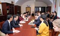 Truong Thi Mai, Leiterin der Kommission für Volksaufklärung der Partei besucht Sankt Petersburg