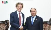 Premierminister Nguyen Xuan Phuc empfängt den schwedischen Botschafter in Vietnam