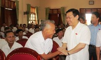 Vizepremierminister Vuong Dinh Hue trifft Wähler in Ha Tinh