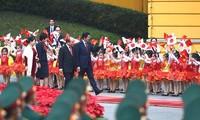 Der Vietnambesuch des Japans Premierministers Shinzo Abe und seiner Gattin geht zu Ende