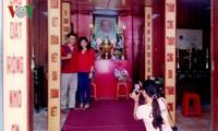 Zahlreiche Menschen besuchen zum Neujahr den Ho Chi Minh-Tempel in Tra Vinh