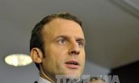 Präsidentschaftskandidat Emmanuel Macron diskutiert mit britischer Premierministerin über Brexit