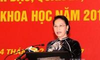 Parlamentspräsidentin Nguyen Thi Kim Ngan trifft Dozenten der Nationalen Politikakademie Ho Chi Minh