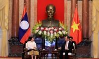 Parlamentspräsidentin Nguyen Thi Kim Ngan empfängt die laotische Parlamentspräsidentin Pany Yathotou