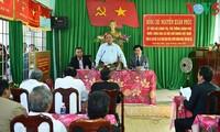 Premierminister Nguyen Xuan Phuc besucht Gemeinde Khue Ngoc Dien in Dak Lak