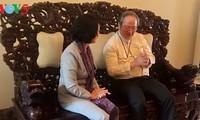 Leiterin der Zentralabteilung für Öffentlichkeitsarbeit Truong Thi Mai besucht Würdenträger