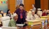 Parlamentspräsidentin Nguyen Thi Kim Ngan trifft Delegation der Heldenmütter der Provinz Ben Tre
