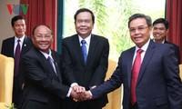 Vorsitzende der Vaterländischen Front Vietnams, Laos und Kambodschas treffen Jugendliche und Student