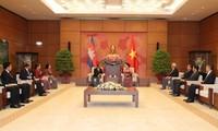 Kambodschanischer Parlamentspräsident Heng Samrin beendet den Vietnambesuch