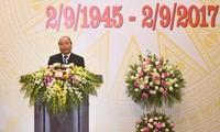 Premierminister Nguyen Xuan Phuc gibt zum Nationalfeiertag Galadiner für ausländische Gäste