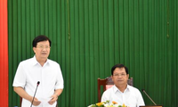 Vizepremierminister Trinh Dinh Dung besucht Provinz Quang Ngai