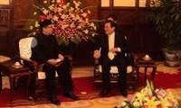 Staatspräsident Truong Tan Sang empfängt in Hanoi Botschafter der Länder