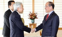 Parlamentspräsident Nguyen Sinh Hung trifft japanischen Kaiser Akihito