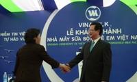 Premierminister Nguyen Tan Dung nimmt an der Einweihung  einer Milchfabrik teil