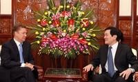 Staatspräsident Truong Tan Sang empfängt Präsidenten von Gasprom