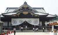 Japans Innenminister besucht umstrittenen Yasukuni-Schrein