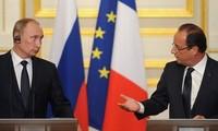 Frankreichs Präsident François Hollande besucht Russland