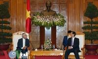 Premierminister Nguyen Tan Dung empfängt Saudi-Arabiens Botschafter Dakhil Al Johani