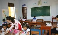 Lehrer auf der Sinh Ton-Insel kümmern sich um ihre Schüler