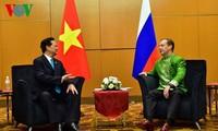 Premierminister Nguyen Tan Dung trifft beim ASEAN-Gipfel Spitzenpolitiker der Welt