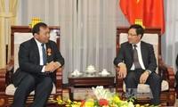 Außenminister Pham Binh Minh empfängt Botschafter aus Kambodscha und Deutschland