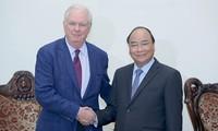Premierminister Nguyen Xuan Phuc empfängt Professor Thomas Vallely von der Harvard Universität