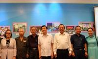 Ständiger Vizepremierminister Truong Hoa Binh trifft alte Revolutionäre