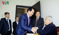 Staatspräsident Tran Dai Quang beglückwünscht ehemaligen KPV-Generalsekretär Do Muoi