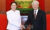 KPV-Generalsekretär Nguyen Phu Trong empfängt laotische Parlamentspräsidentin