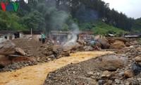 Umweltsminister Tran Hong Ha besucht Unwettergebiete Yen Bai und Son la