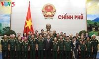 """Premierminister Nguyen Xuan Phuc trifft Mitglieder des Vereins """"Tradition von Truong Son"""""""