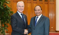 Premierminister Nguyen Xuan Phuc empfängt US-Gesundheitsminister Thomas Price