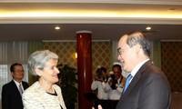 1. Parteisekretär von Ho Chi Minh Stadt Nguyen Thien Nhan empfängt Direktorin der UNESCO