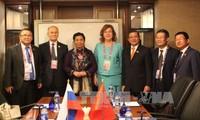 Vizeparlamentspräsidentin Tong Thi Phong trifft russische Vizeparlamentspräsidentin Olga Epifanowa