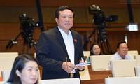 Vorsitzender des Obersten Gerichtshofs Nguyen Hoa Binh beantwortet Fragen der Abgeordneten