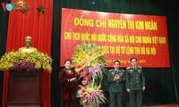 Parlamentspräsidentin Nguyen Thi Kim Ngan besucht Militärkommando in Hanoi