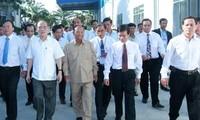 ประธานรัฐสภาเวียดนามและประธานรัฐสภากัมพูชาเยือนเครือบริษัทยางพาราเวียดนาม