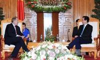 สมาชิกคณะกรรมการปฏิรูปและรับผิดชอบด้านการเงินของประธานาธิบดีสหรัฐเยือนเวียดนาม