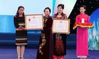 15 คณะและบุคคลได้รับรางวัลสตรีเวียดนามปี 2013