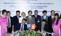 พิธีลงนามข้อตกลงความร่วมมือเกี่ยวกับการศึกษาและฝึกอบรมระหว่างเวียดนามกับออสเตรเลีย